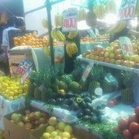 Foto tomada en Feria Libre Emilia Tellez por Nadia A. el 9/1/2012