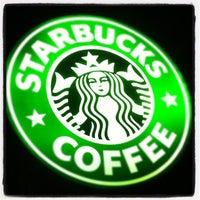 Foto tirada no(a) Starbucks por Rogerio M. em 3/17/2012