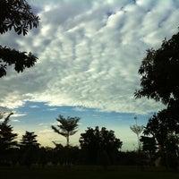 Photo taken at Wat Phra Si Mahathat by Pinku N. on 8/13/2012