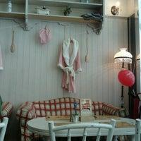 6/16/2012에 Farida N.님이 Nanny's Pavillon - Bathroom에서 찍은 사진