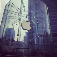 Photo taken at Apple Store by Luiza T. on 4/18/2012
