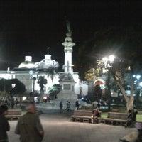 Foto tomada en Plaza Grande por D-arches el 4/22/2012