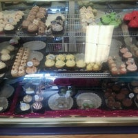 Photo taken at Carolina Cupcakery at Ghent Skinny Dip by Rosalind on 8/13/2012