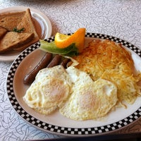 Photo taken at Park Diner by Lisa W. on 5/10/2012