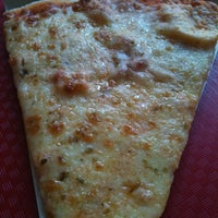 Foto tirada no(a) Pizzas Liberty por Evy D. em 7/24/2012