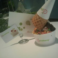 Photo taken at Pinkberry by Chloe P. on 5/8/2012