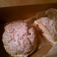 Foto scattata a Daniel's Bakery da Nile U. il 5/4/2012