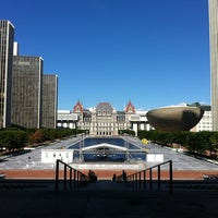 Photo prise au Empire State Plaza par Tom H. le9/2/2012