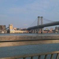 4/15/2012 tarihinde Buck H.ziyaretçi tarafından East River Park'de çekilen fotoğraf