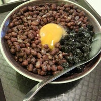 Photo taken at Ice Bowl Original Taiwan Desserts by Kelvin H. on 9/3/2012