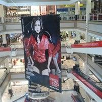 Foto tirada no(a) Mega Polo Moda por Osman M. em 2/24/2012