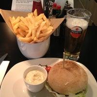 Photo prise au Ellis Gourmet Burger par JT le9/13/2012