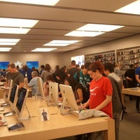 Photo taken at Apple Store by Pedro B. on 5/12/2012