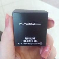 Снимок сделан в MAC Cosmetics пользователем Venus ∞. 8/14/2012