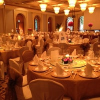 Photo taken at Four Seasons Hotel Singapore by Netty Arlyanty L. on 5/6/2012