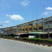 Photo taken at ท่ารถ ท่าเรือ-กาญจนบุรี by หนึ่งทัพพี-Naungtuppee อ. on 5/19/2012