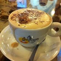 Foto tirada no(a) Allegro Caffé por Sal 👠 C. em 8/27/2012
