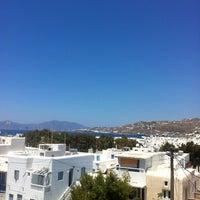 Photo taken at Manos by 🍃Nikol🍂 on 6/2/2012