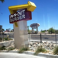 Photo taken at In-N-Out Burger by Justin on 6/7/2011