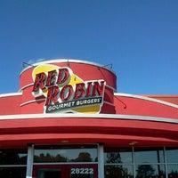 Photo taken at Red Robin Gourmet Burgers by Vanlook P. on 11/29/2011