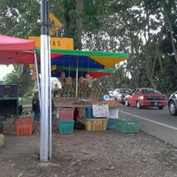 Photo taken at Gerai buah-buahan tepi jalan, Semabok by Amsterdam A. on 8/23/2012