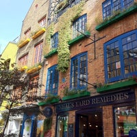Photo taken at Neal's Yard Salad Bar by Hallam W. on 9/22/2011