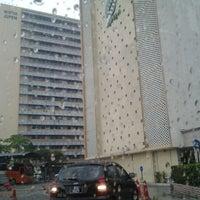 Foto diambil di Jabatan Ukur Dan Pemetaan Malaysia (JUPEM) oleh Alif J. pada 4/17/2012