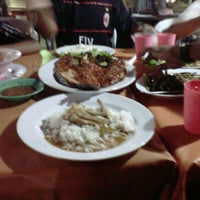 Photo taken at D'King Seafood by Muhamad A. on 1/6/2012