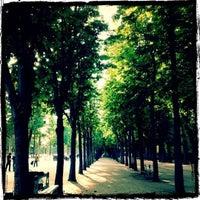 Foto tirada no(a) Jardins des Champs-Élysées por Shawn M. em 5/31/2012
