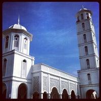 Foto scattata a Masjid Sultan Ismail (Masjid Raja Chendering) da Z Z. il 8/27/2012