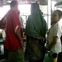 Photo taken at Toko Roti Keluarga by Fauzi I. on 1/21/2012