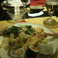 Foto scattata a Ichiban sushi wok da Ylenia C. il 3/30/2012