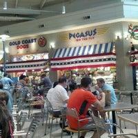 Photo prise au MDW Foodcourt par Nancy S. le7/3/2012