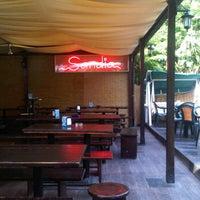 Foto diambil di Sandia Tropical Pub oleh Simone B. pada 7/13/2011