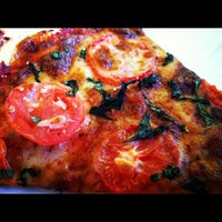 Снимок сделан в Abbot's Pizza Company пользователем Joshua V. 1/29/2012