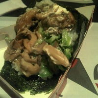 Photo taken at Banzai Temakeria e Sushi by Will V. on 6/14/2012