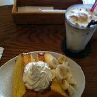 Photo taken at SHOTO CAFE (松濤カフェ) by 一真 竹. on 4/25/2012