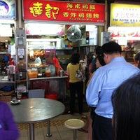 Photo taken at Da-ji Hainanese Chicken Rice by Jeffrey Yeo on 1/6/2012