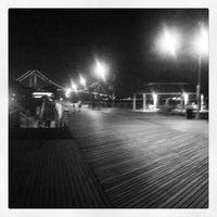 Das Foto wurde bei South Beach Boardwalk von William D. am 9/3/2012 aufgenommen