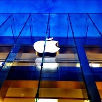 Photo taken at Apple Boylston Street by Brandon S. on 8/27/2012