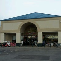 Photo taken at Brookshire Brothers by Magdalena T. on 7/2/2012