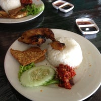 Photo taken at Ayam Bakar Wong Solo by Mohd N. on 6/3/2012
