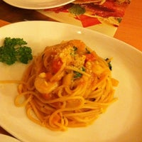 Photo taken at Pizza Hut by Aroma P. on 9/6/2011