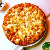 Photo taken at Artisans Pizza by Jun Y. on 7/9/2012