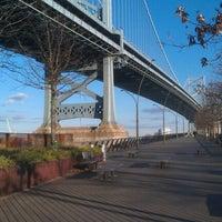 Foto tomada en Race Street Pier por Jamie M. el 12/26/2011