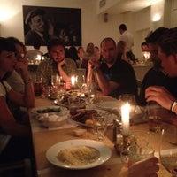 Das Foto wurde bei Taverna Molos von Panos M. am 8/16/2012 aufgenommen