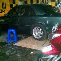 Photo taken at SCW - Sulanjana Car Wash by Riko F. on 9/27/2011