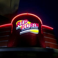 Photo taken at Red Robin Gourmet Burgers by Zach W. on 8/13/2011