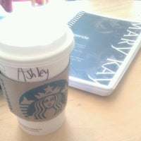 Foto tirada no(a) Starbucks por Ashley D. em 1/3/2012