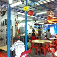 Photo taken at Lee Heng Restaurant by Ivan H. on 2/28/2012